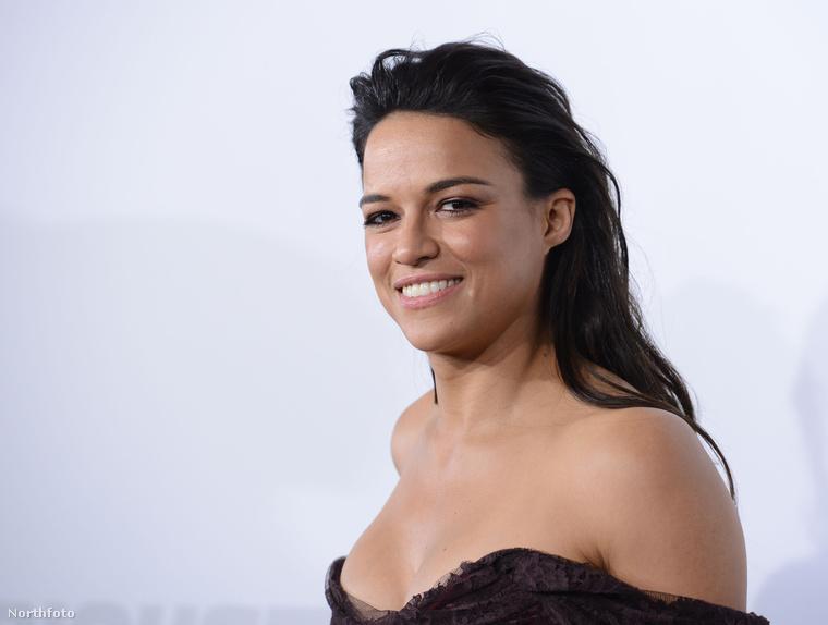 Michelle Rodriguezt lefotózták április elsején, a Halálos iramban hetedik részének bemutatóján, Los Angelesben