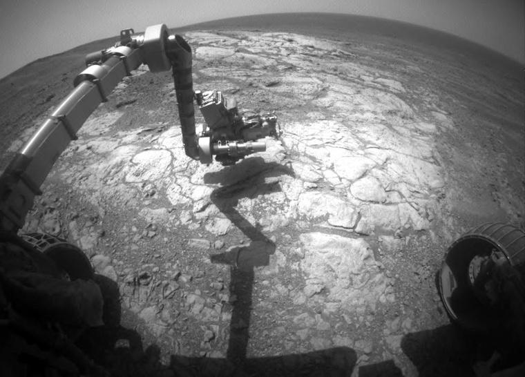 A legfrissebb kép a NASA oldalán az Opportunity egyik robotkarjáról.
