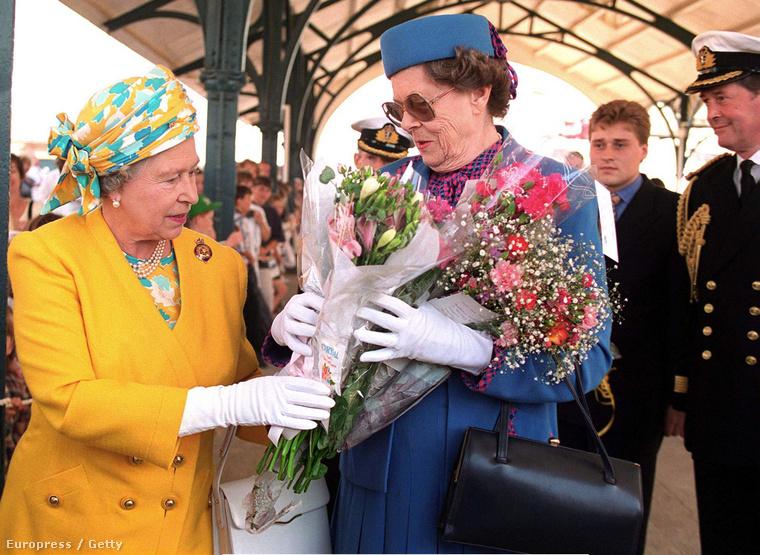 Lady Kathryn Dugdale 80 évesen hunyt el 2004-ben, ő szolgálta a legtöbb ideig Erzsébet királynét udvarhölgyként.
