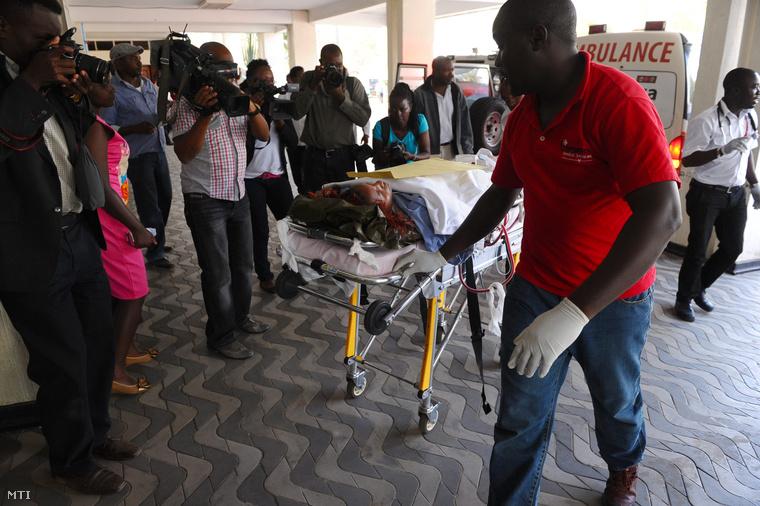 Garissai sebesült érkezik a nairobi Kenyatta Nemzeti Kórházba