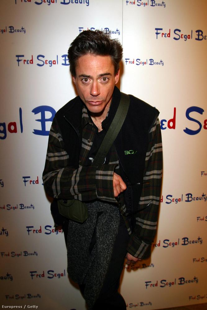 2003 - Ebben az évben ismerte meg mostani feleségét, Susan Downey-t, akivel azóta közös produkciós céget is alapítottak.