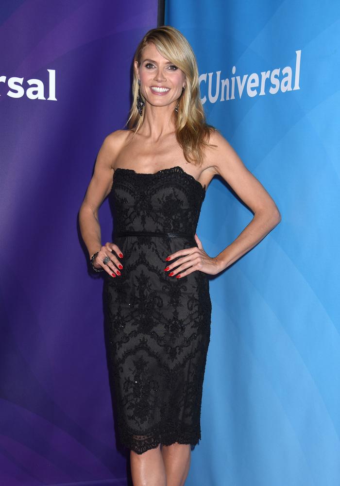 Az NBC Universal Summer Press Day hosszúnevű rendezvényen ebben a fekete ruhában jelent meg, ami kihangsúlyozza, hogy mennyire lecsontosodott.