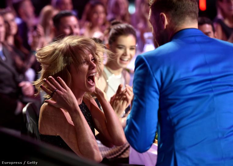 Taylor Swift viszont konkrétan eszét vesztette a sok díj miatt