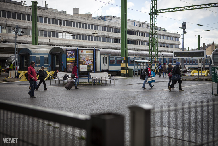 Elképesztő a látvány, ami fotósunkat fogadta: vonatok állnak a vágányokon.