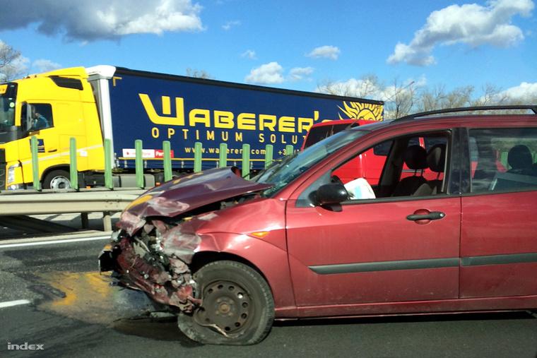 Újabb baleset történt péntek délután az M1-es autópálya 168-as km-él