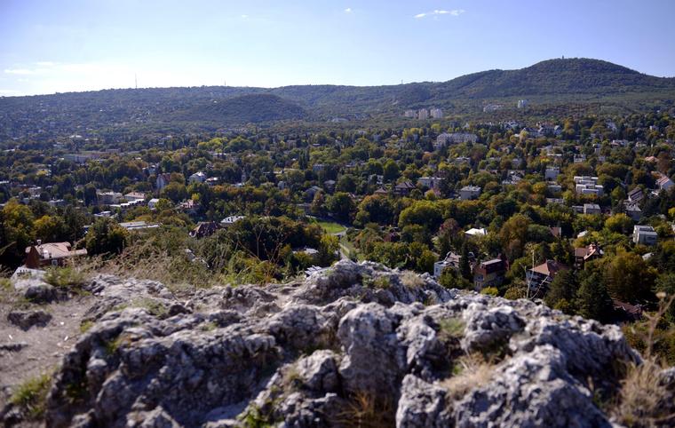 Pasarét és Kurucles az Apáthy-szikláról fotózva