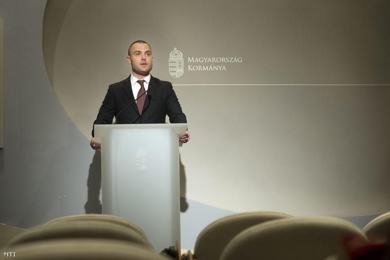 Csepreghy Nándor március 31-én bejelentette, hogy Lázár János és Seszták Miklós miniszterek utasítást adtak arra, hogy azonnali hatállyal állítsák le az M4-es autópálya Abony és Fegyvernek közötti szakaszának építését az Európai Bizottság által felvetett kartellgyanú miatt.