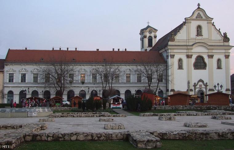 A váci templom, ahol a koporsókat találták.