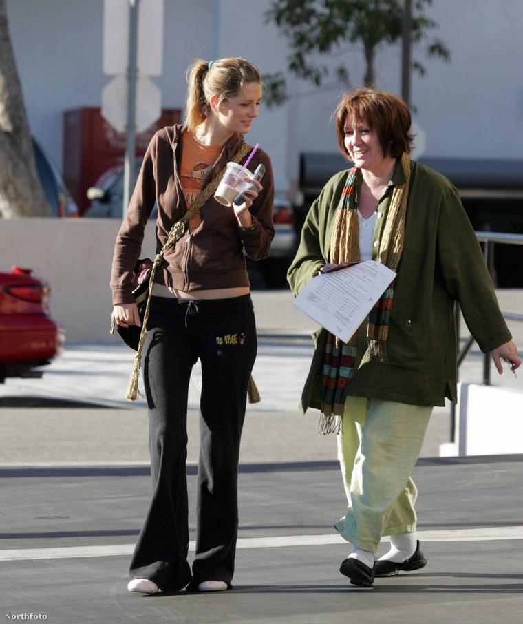Mischa Barton és anyja 2004-ben