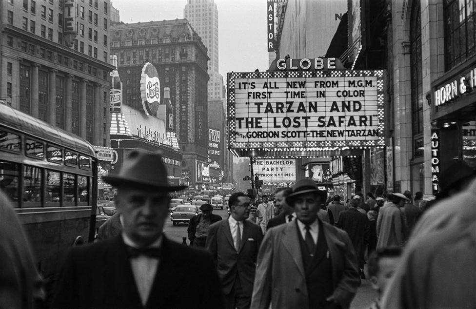 Globe színház   The Globe Theater, New York, USA, 1957                                zselatinos ezüst nagyítás   gelatin silver print, 2015                                58 x 37,5 cm