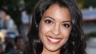 Gyönyörű mexikói színésznő az egyik Bond-lány
