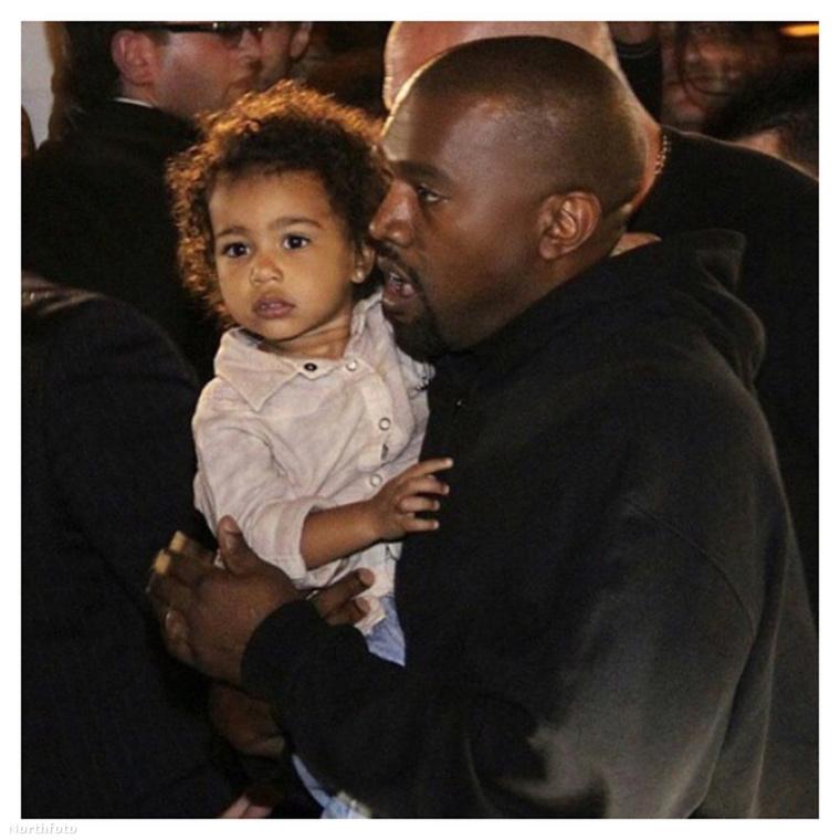 Sőt, gyanús, hogy férje, Kanye West se engedné ilyen helyekre lányukat, akit általában golyóálló mellénybe öltöztetnek.