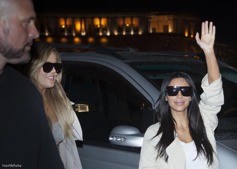 Ott nem biztos, hogy ilyen boldogan integetne Kardashian