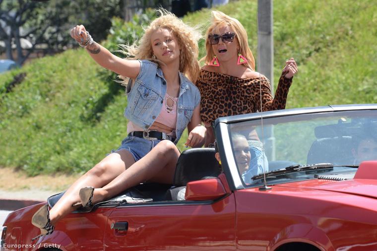 De a lényeg mégis csak a diszkóbarbie-nak öltözött Britney Spears