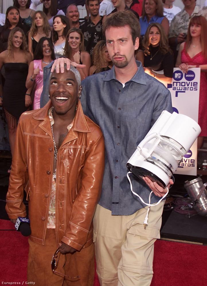 És mikor valamiért viccesnek számított Tom Green is, meg az is, hogy kávéfőzőt vitt a vörös szőnyegre