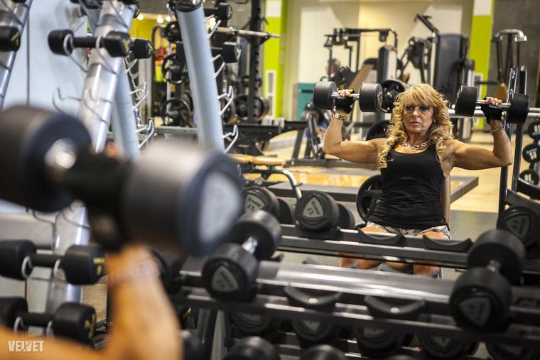 Legalább heti háromszor edz, ennek köszönheti formás alakját 54 évesen is