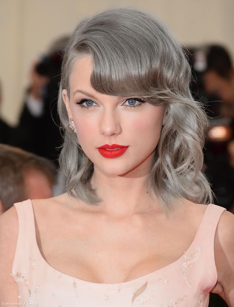 Meg kell mondjuk, hogy Taylor Swiftnek nem is állna rosszul az ősz haj
