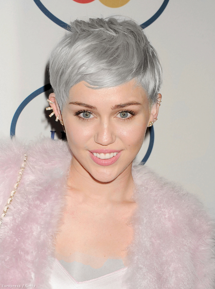 Pár amatőr után Miley Cyrusra tippelnénk, aki elsőként szívatja le tövig a haját