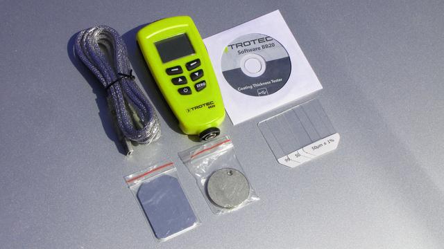A Trotec AB-20 fantázianevű műszerhez szoftvert, USB-kábelt és kalibráló lapokat adnak
