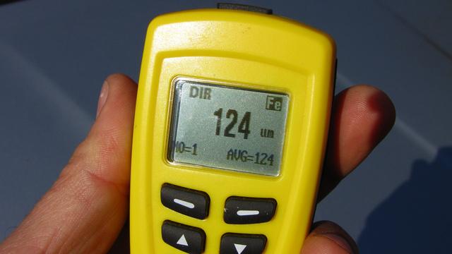 Az AB-20 is mutatja a mérések átlagát, a mérések számát, illetve, hogy ferromágneses (Fe) vagy nem ferromágneses (NFe) a mért anyag