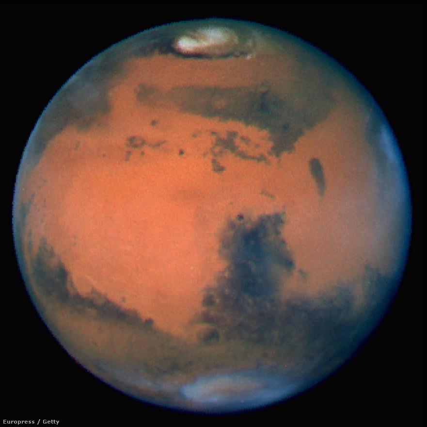 A Hubble amúgy szinte mindent lefotózhat, a Nap és a Merkúr kivételével. A Nap közvetlen megfigyelése hamar túlterhelné, szétégetné a távcső berendezéseit, a Merkúr megfigyelésénél pedig az a veszély, hogy a bolygó túl közel van a Naphoz.  Ezt leszámítva azonban az égbolt teljes területe fotózható (a Holdat is beleértve), naponta mintegy 120 gigabájtnyi adat érkezik a földi állomásokra. Jellemző, hogy a képanyag legnagyobb részét nem is dolgozzák fel azonnal, van olyan, hogy csak később, célzott kutatások kapcsán kerül elő egy régebbi felvétel.