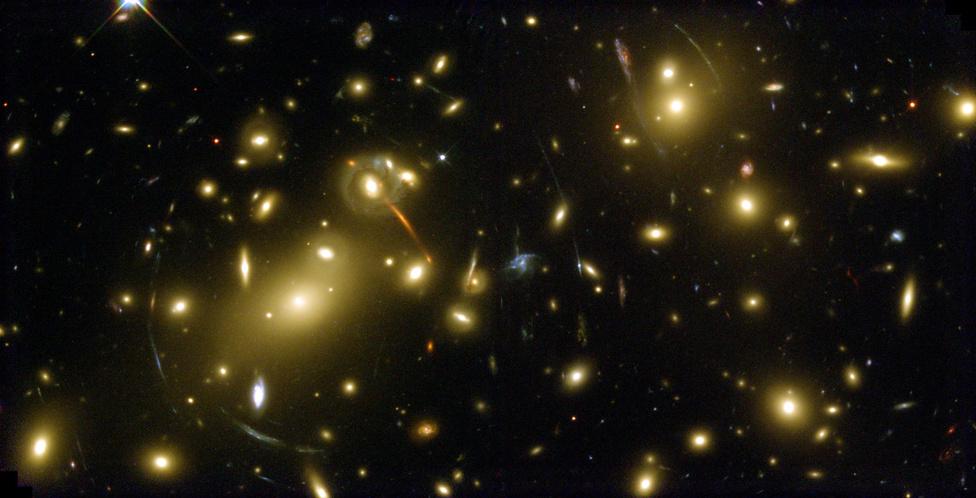 Galaxisok egész sora a Sárkány csillagképben
