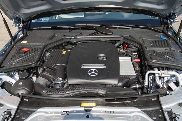 Hiába C180, a motor csak 1,6 literes, viszont turbós, közvetlen befecskendezéses