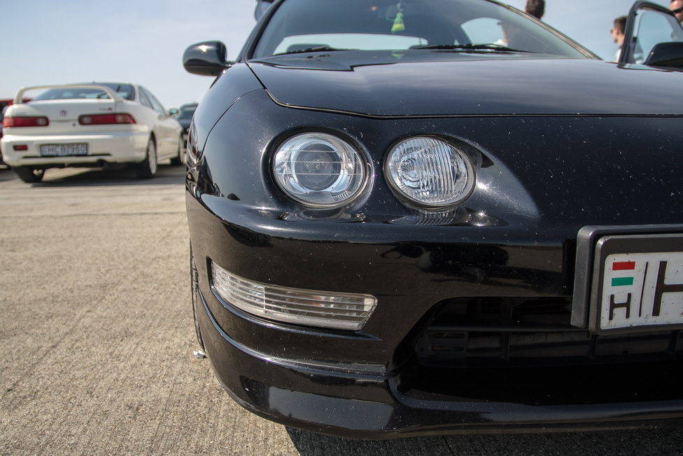 Feketén-fehére, az Integra az egyik legjobb elsőkerekes sportkocsi