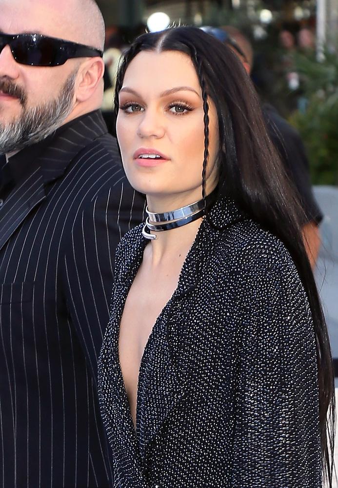 Ő itt a 27 éves énekesnő, Jessie J