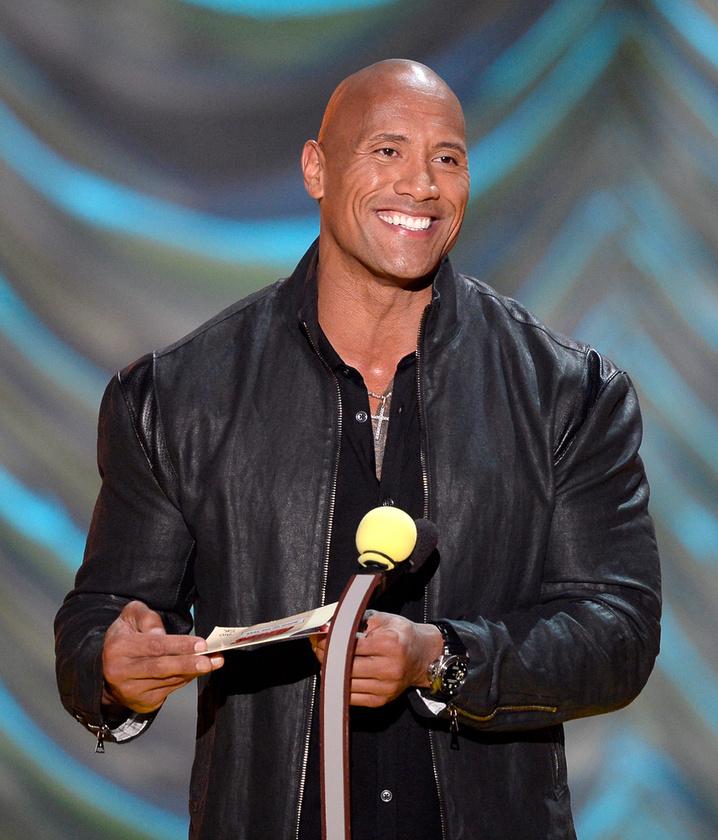 The Rock snájdig vigyorával búcsúzunk, így haj nélkül még keményebben néz ki.