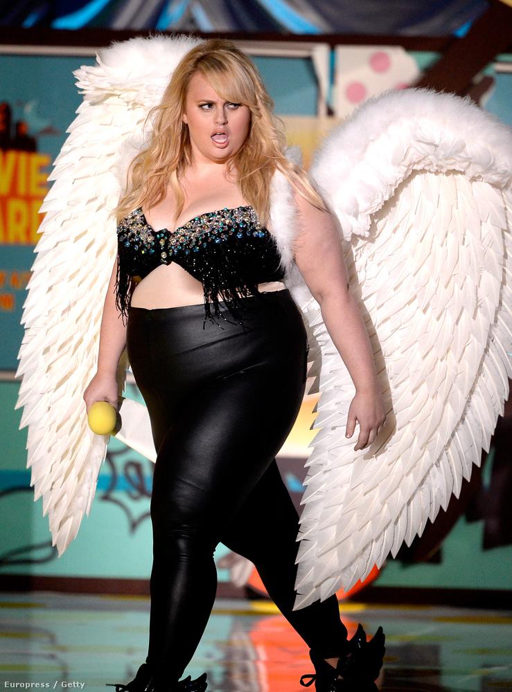 Rebel Wilsont ebben a szerencsétlen cuccban küldték színpadra, biztos azt gondolták, hogy ez vicces, mert a színésznő kövér.