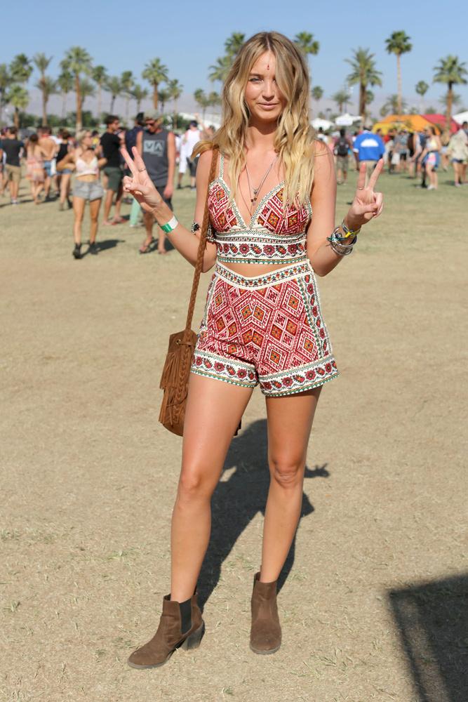 Egyedinek nem egyedi a Coachella-divat, de legalább mindenki elég lengén öltözött fel,