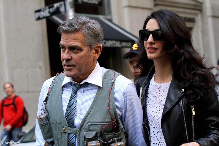 Goerge Clooney a hétvégén Manhattanban forgatta a legújabb filmjét, a Money Monstert, a hétvégi forgatáson pedig meglátogatta a felesége, Amal Clooney.