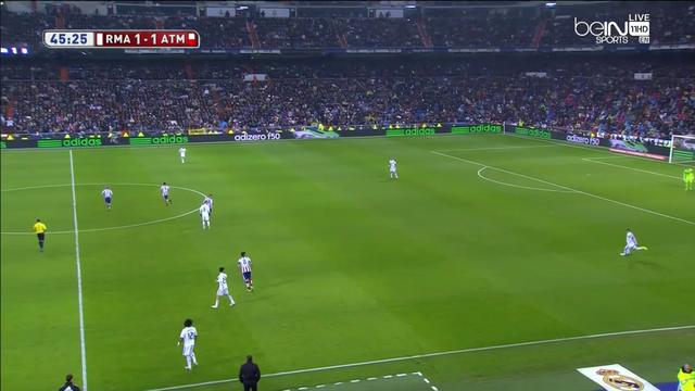 Ramos kénytelen messzire felvágni a labdát, mert röviden nem tud kit megjátszani. El is adta, gólt is kaptak belőle