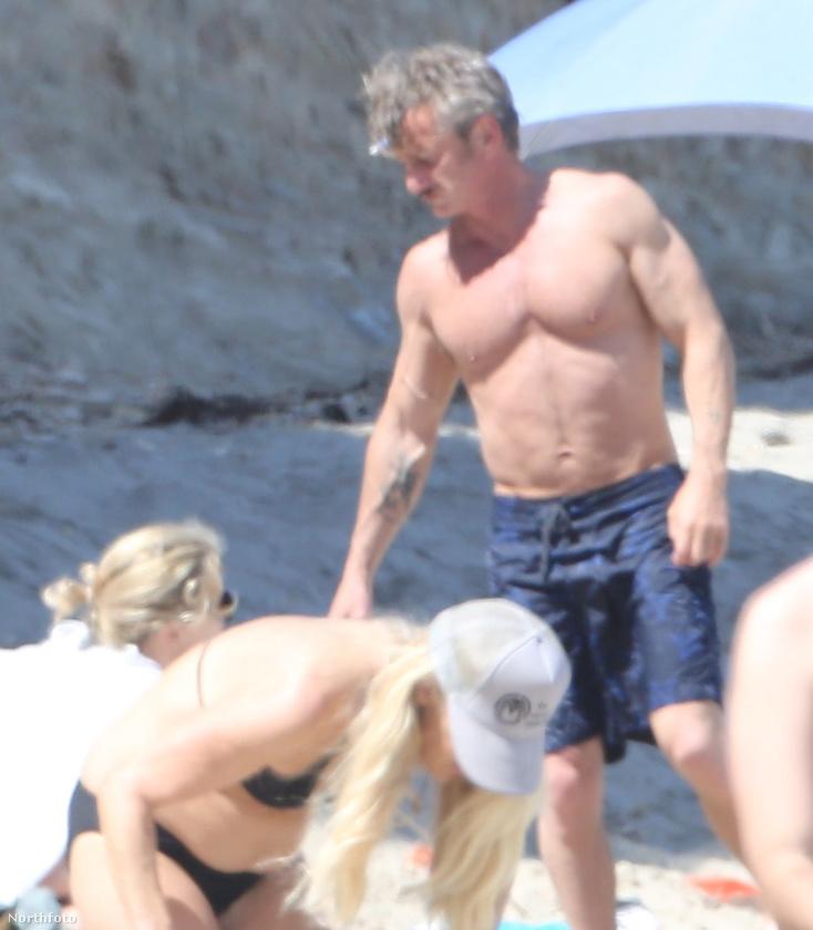 Az 56 éves Sean Penn a 39 éve barátnőjéve, Charlize Theronnal töltött el egy napot a malibui tengerparton.