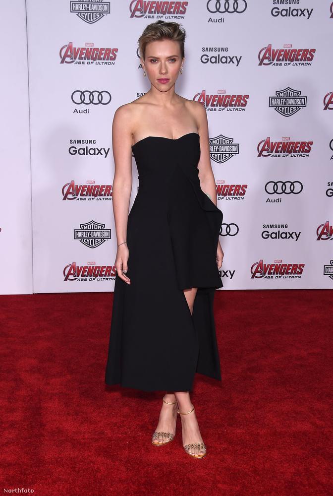 Scarlett Johansson már kapott egy külön posztot, olyan jól néz ki.