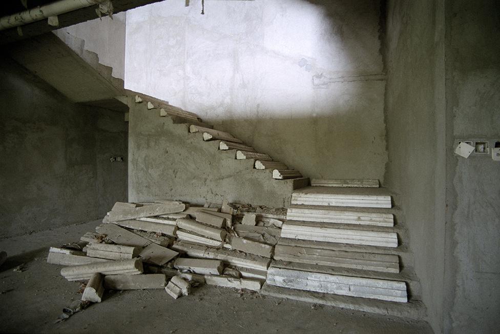 A maradék stukkó új felhasználása is rengeteg lehetőséget rejt magában, egy lépcsőt is kiválóan lehet dekorálni.