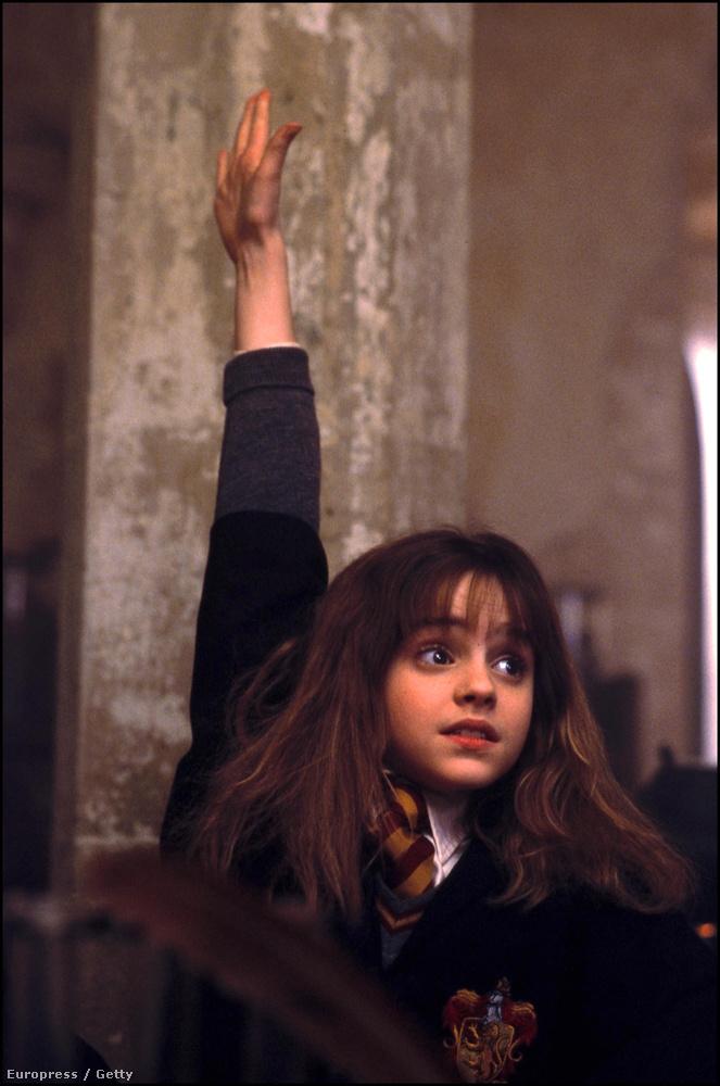 Azt ugye mindneki tudfja, hogy a színésznő a Harry Potter Hermione Grangerjeként kezdte karrierjét 15 évvel ezelőtt, de azt nem biztos, hogy Práizsban született, és mindkét szülője ügyvéd.