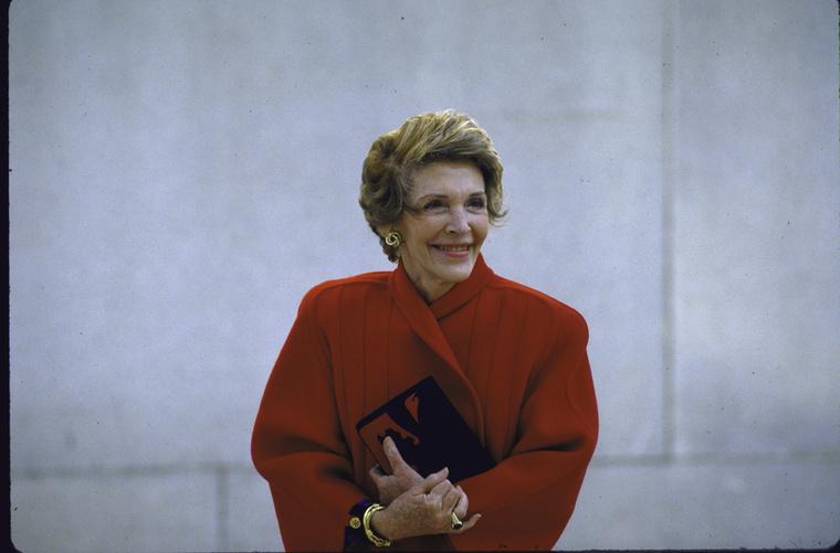Ronald Reagan felesége, Nancy még férje hivatali ideje alatt nézett szembe a betegséggel