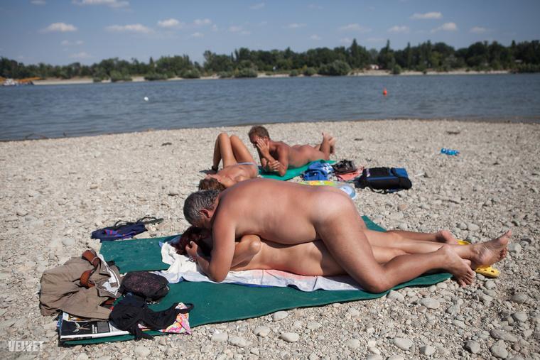 2013-ban már volt strand a Sziget fesztiválon, ott pedig, talán ön se felejtette még el, nudisták is voltak