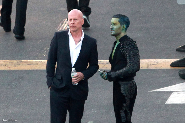 Meg a zöldre festett táncpartnerével, akinek a látványát már Bruce Willis is nehezen viselte