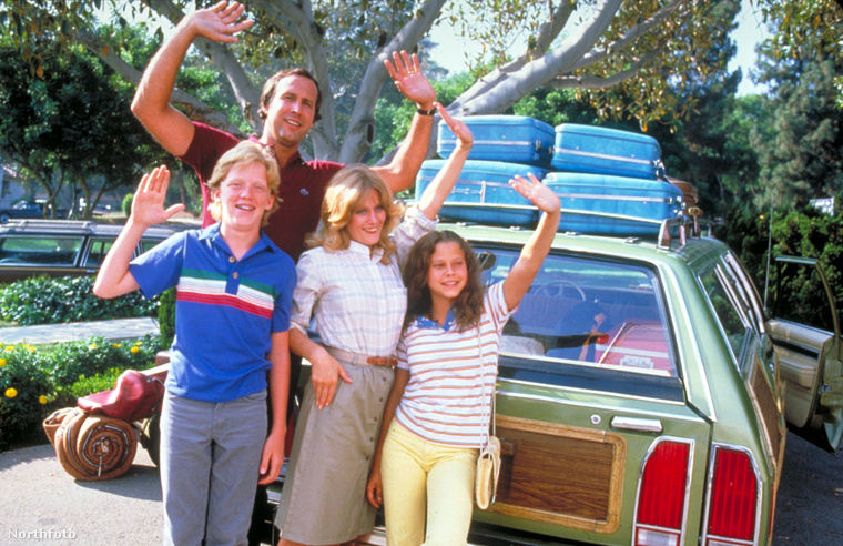 A Családi vakáció első részét 1983-ban mutatták be, azóta készült egy rakás film a témában, a legújabbat pedig idén nyáron láthatjuk majd a moziban, angolul már csak simán Vacation címmel.