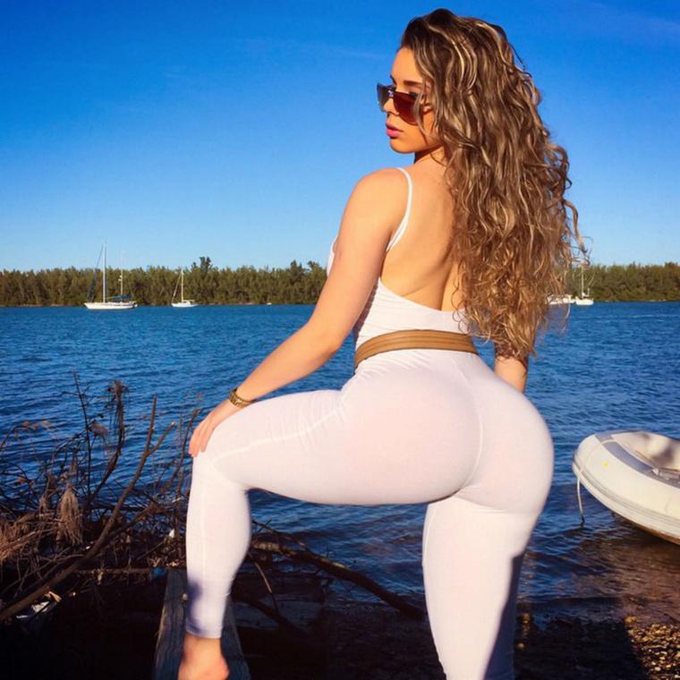 Ha pedig a többi, lehetetlenül prosztó képet is megnézné a kubai Kardashianról, kattintson ide.