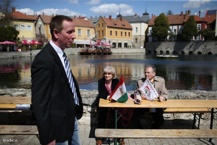 Rig Lajos, a Jobbik jelöltje nyerte Tapolcán az időközi választást 2015. április 12-én. A jobbikos tábor aktív maradt.