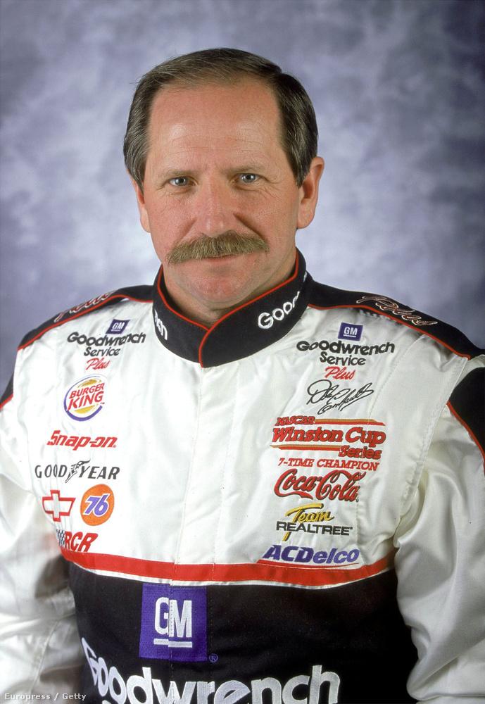 Dale Earnhardt a fiához hasonlóan autóversenyzőként lett híres, a 26 éves karrierje alatt hétszer is megnyerte a NASCAR-t