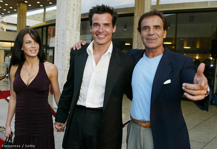 Az apja egy olasz színész, aki Olaszországon kívül sosem lett igazán ismert
