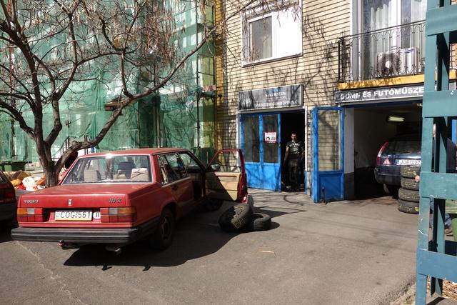 Csütörtök délután a Róna utcában