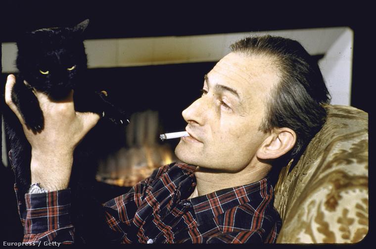 A lengyel-francia művész, Balthus 1956-ban kapott lehetőséget, hogy a fekete nagyúr mellett cigizhessen.