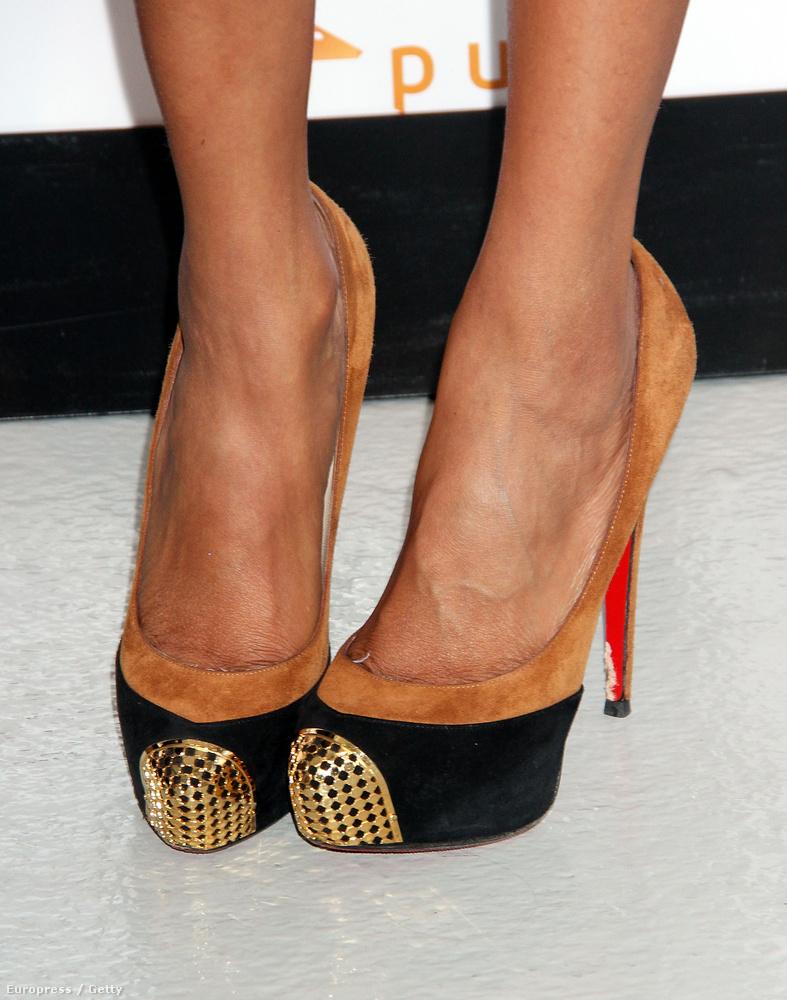 A lába változatlan: már fiatal korában is 43-as cipőkben rótta a kifutókat.