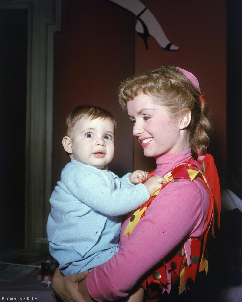Debbie Reynolds és lánya, Carrie Fisher, azaz Leia hercegnő családi fotója, 1956-ból